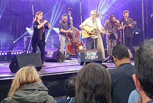 Direction le festival « Au foin de la rue »…. pour les résidents du Fdv St-Donatien